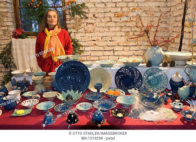 Ceramic artist selling ceramic items at a Christmas market, Moosburg, Bavaria, Germany, Europe