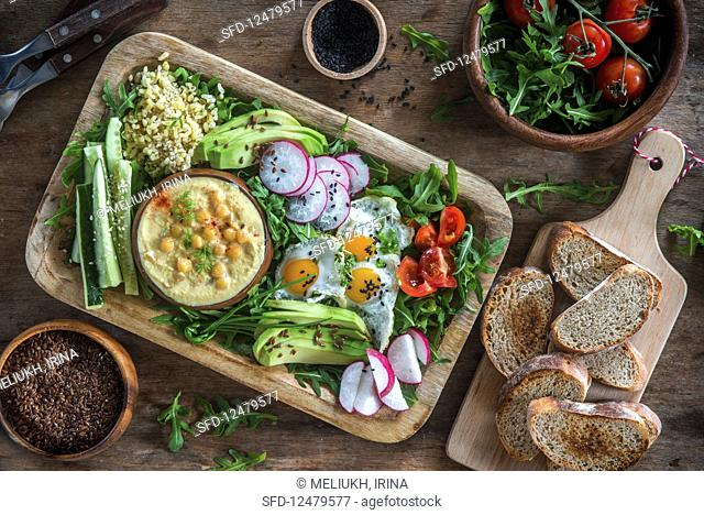 Hummus and vegetables plater