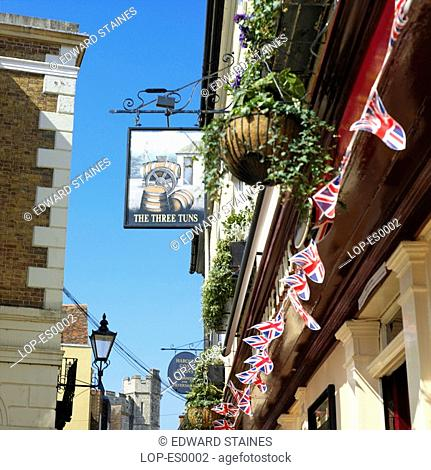 England, Berkshire, Windsor, The Three Tuns pub. The pub is 500 years old and was originally designed as the Guild Hall beer parlour