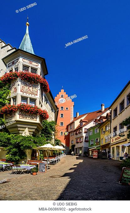 Germany, Baden-Wurttemberg, Lake Constance, Meersburg, Upper Town, Market Square with Obertor (upper gate)
