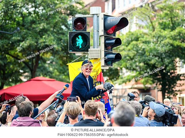 22 June 2019, Lower Saxony, Emden: The first Otto traffic light is put into operation in the presence of the comedian Otto Waalkes