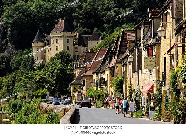 La Roque-Gageac, Dordogne, Aquitaine, France. The main street and the 19th century Château de la Malartrie