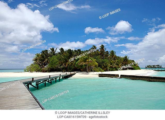 A boardwalk leading to the beach on Veligandu island