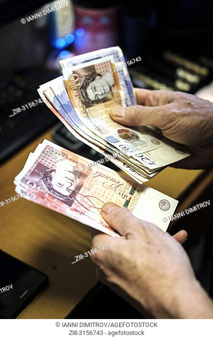 Counting cash-Pound sterling Banknotes