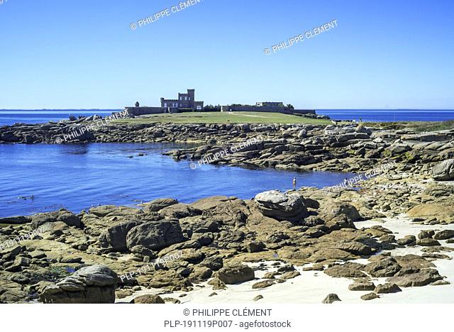 Villa-château de Trévignon, castle and rocky beach at the pointe de Trévignon, Trégunc, Finistère, Brittany, France