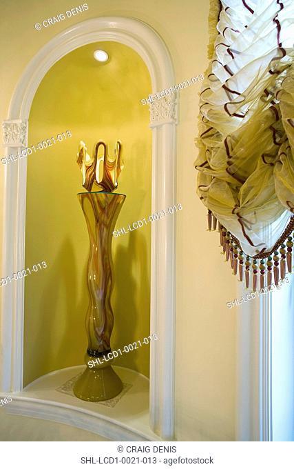 Alcove with decorative glass