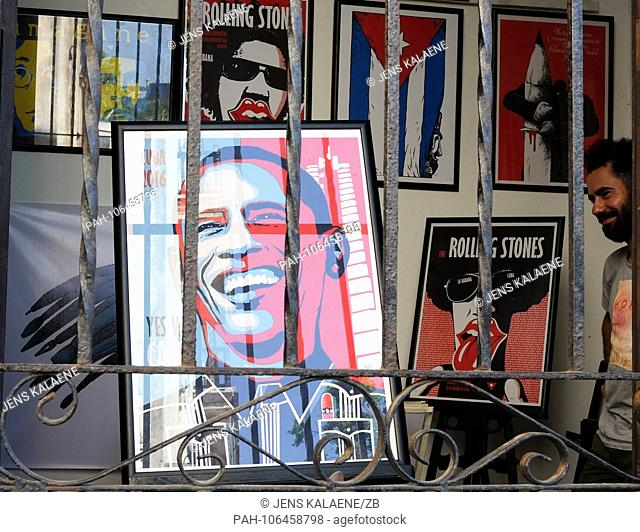21.06.2018, Cuba, Havana: A shop in the old town sells posters with the Rolling Stones, the Cuban flag and Barack Obama. In Havana is the largest surviving...