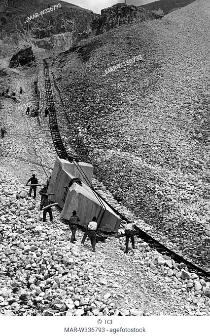 italy, tuscany, carrara, work in a marble quarry, 1930-40