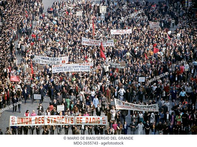 A crowd of demonstrators attending a protest march against the government organized by the Communist unions. Paris (France), May 1968