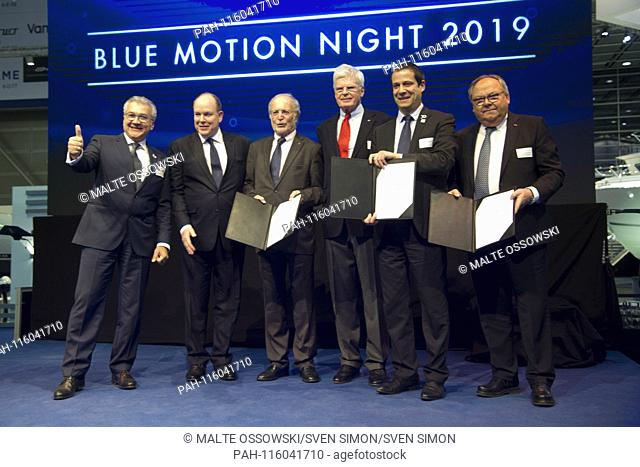 Presenting the new cooperation agreement for the continuation of the Aûocean tribute, Aú Award over the next three years: from left: Petros MICHELIDAKIS
