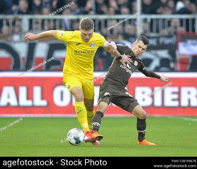 left to right: Fabian Klos (BI), Waldemar SOBOTA (PAULI), duels, action, football 2nd Bundesliga, 18th matchday, matchday18, FC St