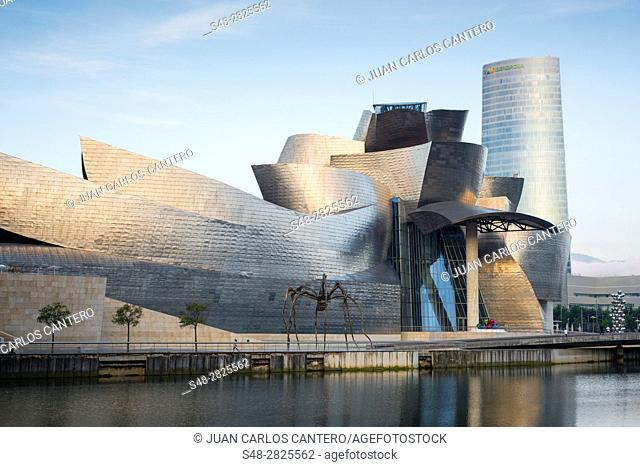 Museo Guggenheim y torre Iberdrola. Bilbao. Vizcaya. Basque Country. Spain. Europe