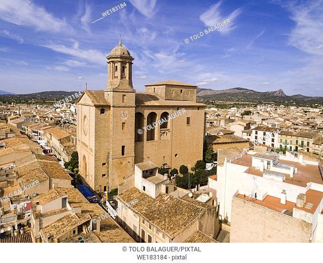 vista aerea del pueblo de Llucmajor y la iglesia parroquial de Sant Miquel, Llucmajor, Mallorca, balearic islands, spain, europe