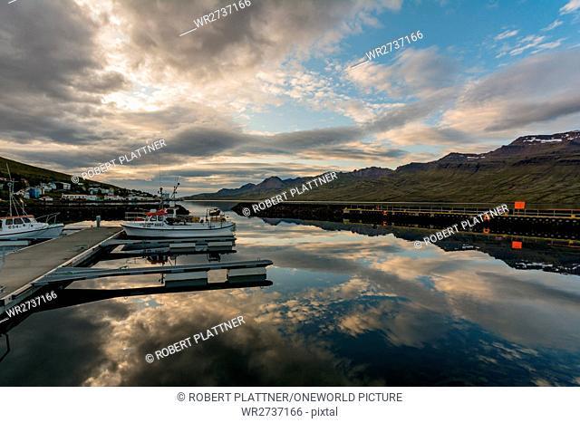 Iceland, Austurland, Fáskrúðsfjörður, mooring for boats, in the port of Fáskrúðsfjörður