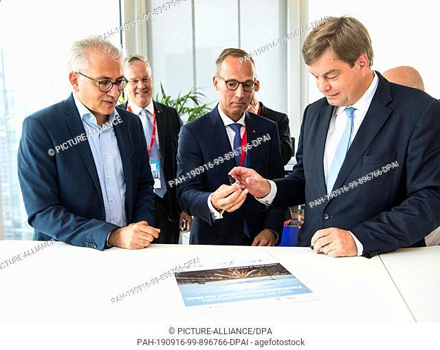 16 September 2019, Hessen, Frankfurt/Main: Tarek Al-Wazir (l-r, Bündnis 90/Die Grünen), Minister of Transport in Hesse, Klaus Vornhusen