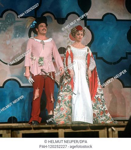 """Liselotte Pulver and her husband Helmut Schmid toured Germany and Switzerland in 1970 with the Shakespeare piece """"""""Der Widerspenstigen Zähmung"""""""""""