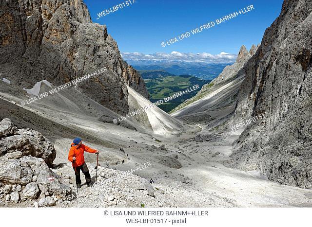 Italy, Alto Adige, Dolomites, Hiker at Langkofelscharte