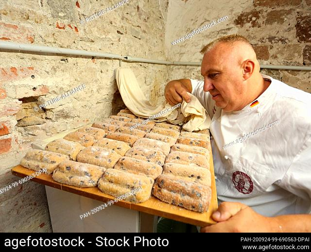24 September 2020, Saxony-Anhalt, Wernigerode: Master confectioner Michael Wecker brings the so-called Schlossstollen to the castle for storage