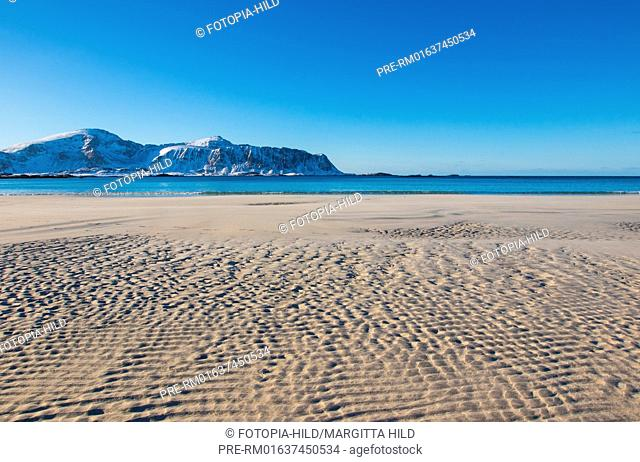 Sandy beach at Ramberg, Flakstad, Flagstadøya, Lofoten, Nordland, Norway, March 2017, Looking to the Mulstøtinden on Moskenesøya / Sandstrand in Ramberg