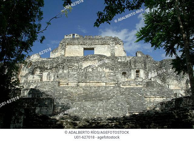 Mayan ruins. Becan. Campeche. Mexico./ Zona arqueologica de la ciudad Maya de Becan. Becan es considerada como la capital de las ciudades mayas de la region Bec