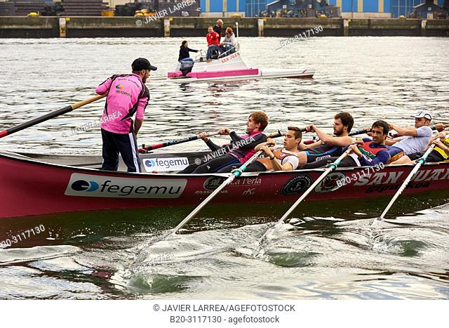 Trainera and crew, Rowing Company Koxtape, Pasajes de San Juan (Pasaia), Gipuzkoa, Basque Country, Spain, Europe
