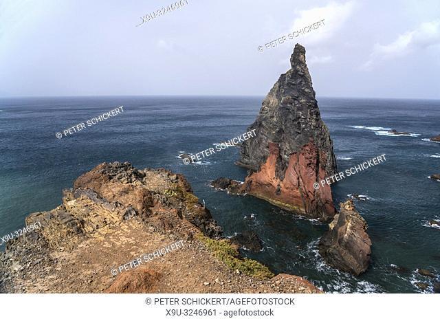 Felsen im Meer an der Halbinsel Ponta de Sao Lourenco, Madeira, Portugal, Europa | single rock at the coast of Ponta de Sao Lourenco peninsula, Madeira