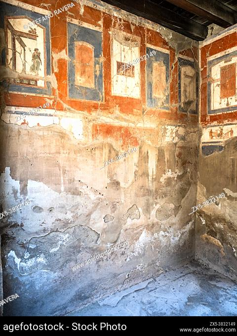 Fresco decoration with alternating red and blue panels - House of the Tuscan Colonnade (Casa del Colonnato Tuscanico) - Herculaneum ruins, Italy