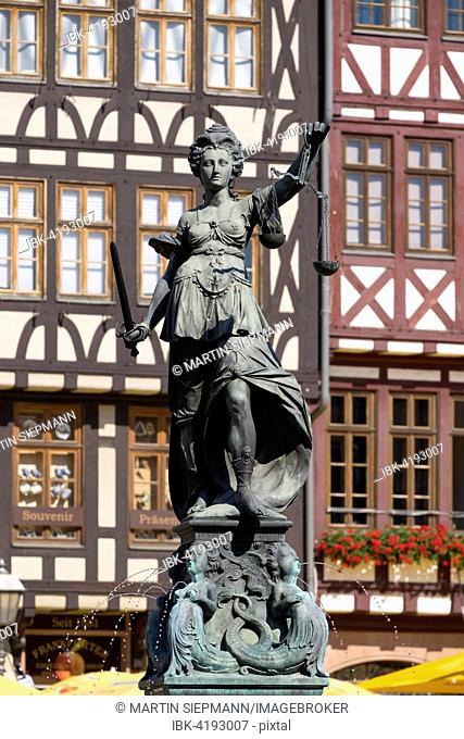 Justitia Fountain, Gerechtigkeitsbrunnen or Fountain of Justice, Römerberg square, historic centre, Frankfurt am Main, Hesse, Germany