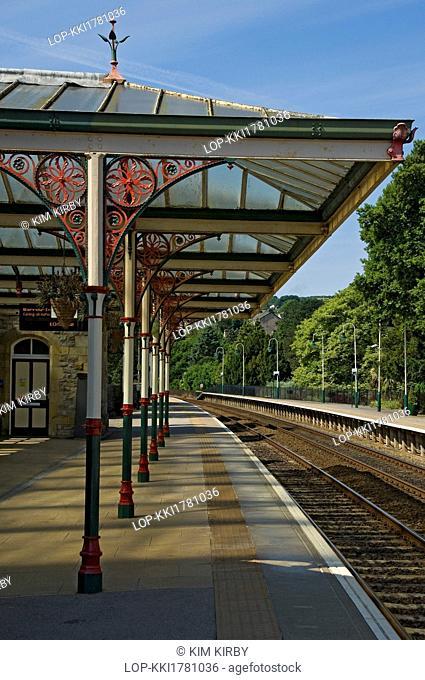 England, Cumbria, Grange-over-Sands. Empty platform at Grange-over-Sands railway station