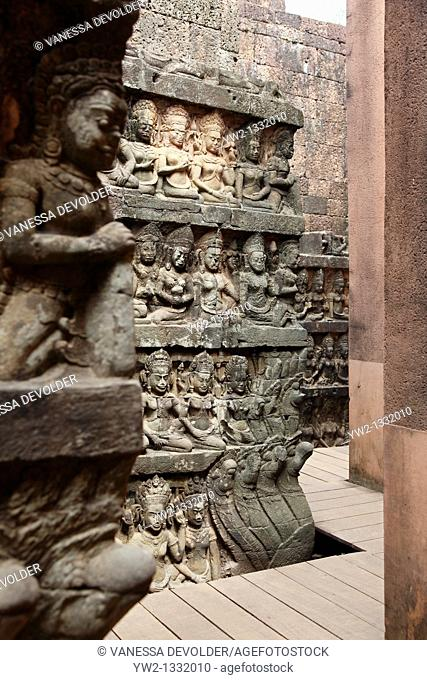 Terrace of the Leper king at Angkor, Cambodia  V10CAM0107RM