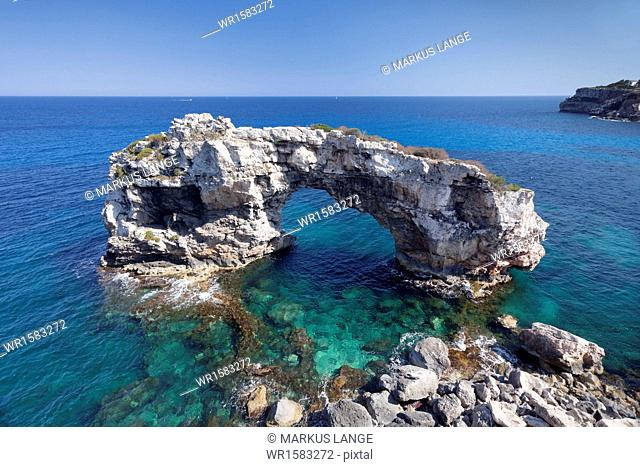 Archway of Es Pontas, Cala Santany, Santanyi, Majorca (Mallorca), Balearic Islands (Islas Baleares), Spain, Mediterranean, Europe