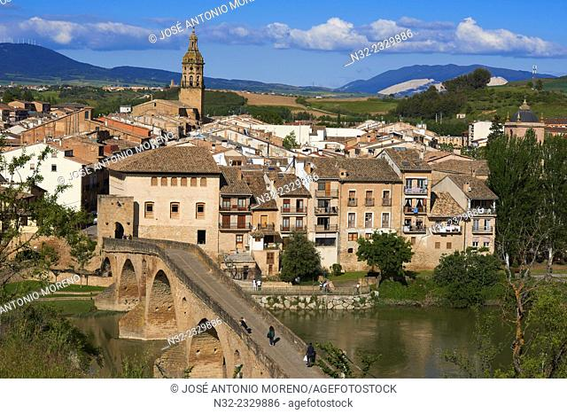 Road to Santiago, Puente la Reina, Gares, Medieval bridge, Arga River, Way of St James, Navarre, Spain, Europe