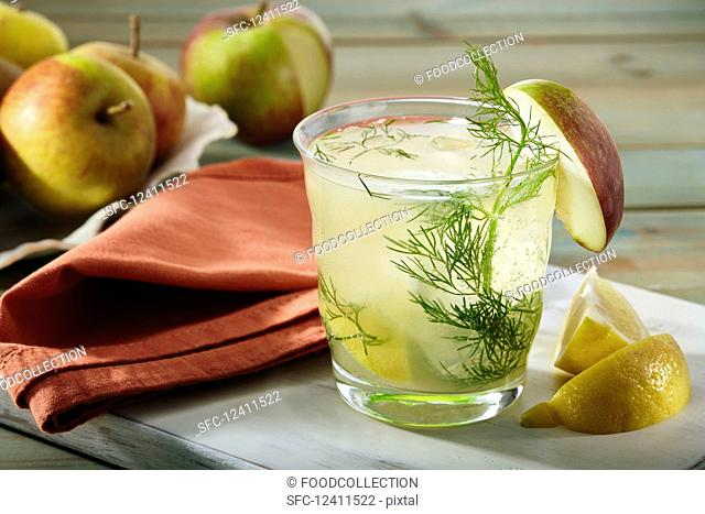 Apple spritzer with fennel and lemon