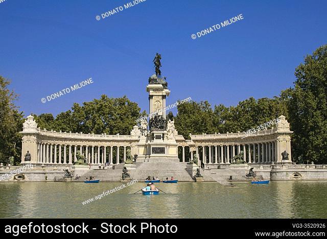 Madrid, Comunidad de Madrid, Spain, Europe. . El Retiro Park (Parque del Retiro). Pannoramic view of the lake and the statue of King Alfonso XII