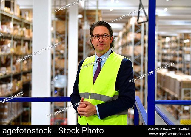 16 April 2020, Brandenburg, Großbeeren: Andreas Scheuer (CSU), Federal Minister of Transport and Digital Infrastructure, visits the logistics service provider...