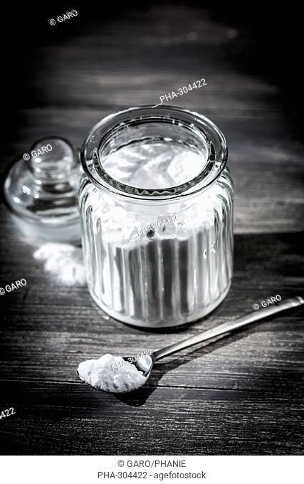 Powder of sodium bicarbonate or baking soda