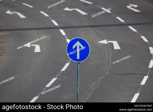 humor, bizarre, turn, change of direction, directional arrow