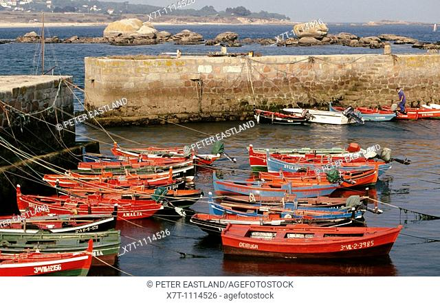 Fishing boats in the harbour at the little fishing port of Palmeira near Riveira on the north side of the Ria de Arousa, La Coruna province, Galicia, Spain