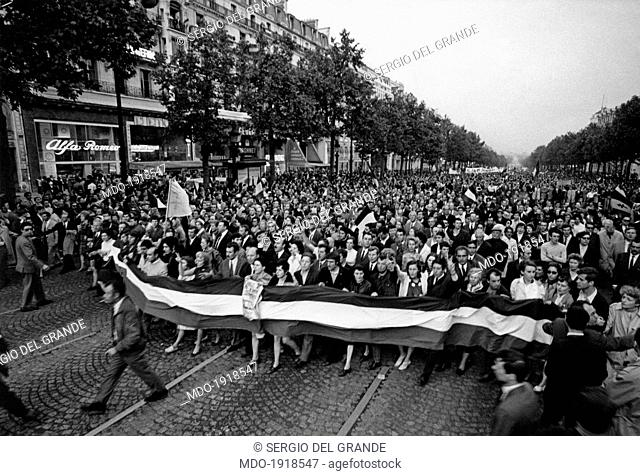 A huge crowd demonstrating nearby the Place de la Concorde to support the President of French Republic Charles de Gaulle during the May 1968 events in France