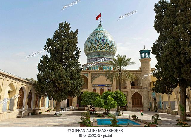 Imamzadeh-ye Ali Ebn-e Hamze Mosque, courtyard with pool, mausoleum, tombs, Shiraz, Iran