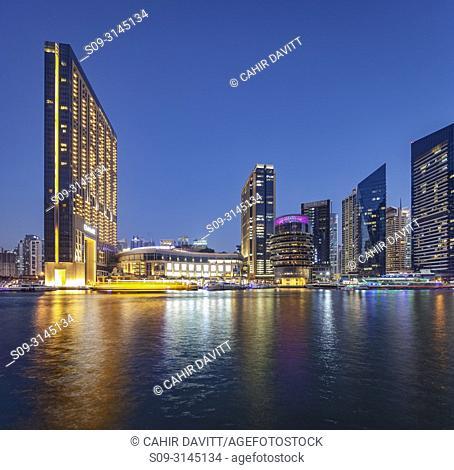The Dubai Marina and Marina Mall at twilight, Dubai Marina, Dubai, Dubayy, United Arab Emirates