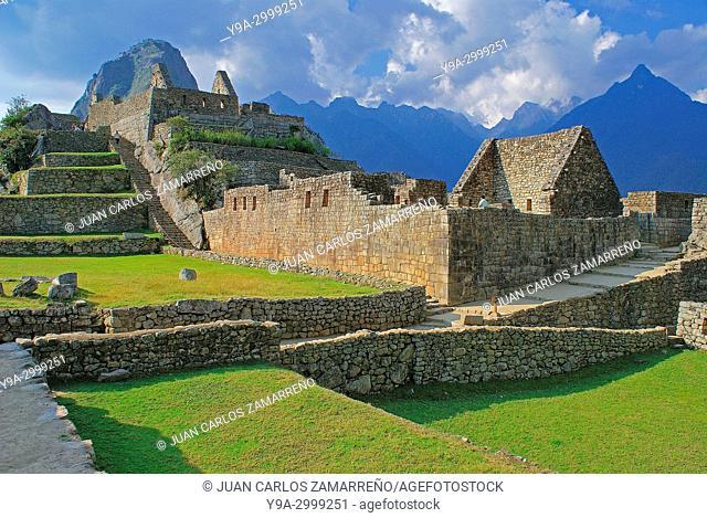 Machu Picchu and Huayna Picchu mountain, Los Andes and Urubamba or Vilcanota river canyon, Llaqtapata inca city, World Heritage, XVth century, Aguas Calientes