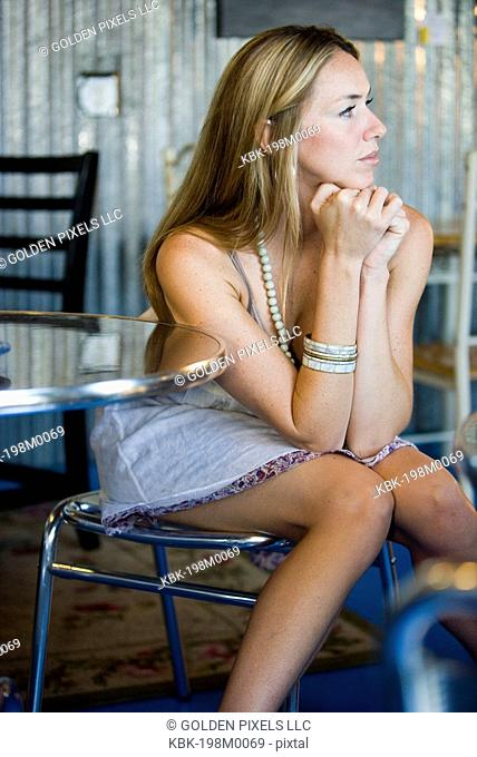 Attractive young woman sitting in a cafi