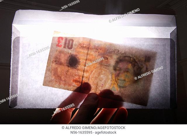 ENVELOPE WITH NOTE OF TEN POUNDS