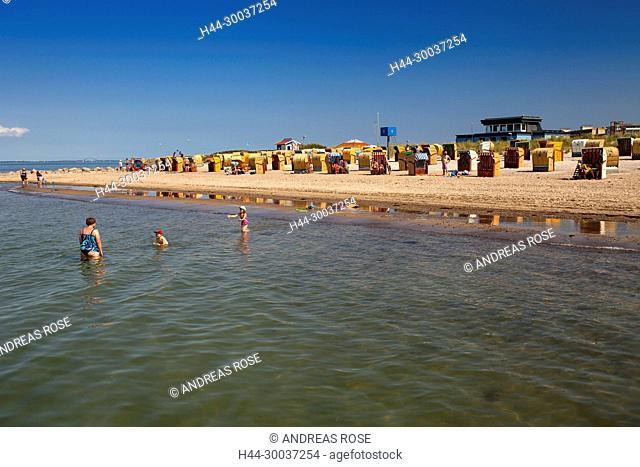 Ostsseestrand mit Strandkörben, Heiligenhafen, Schleswig-Holstein, Deutschland, Europa