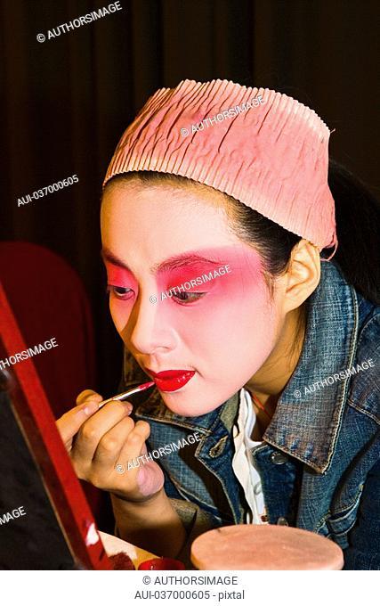 China - Beijing PÚkin - Liyan Theatre - PÚkin Opera - Artist's makeup session