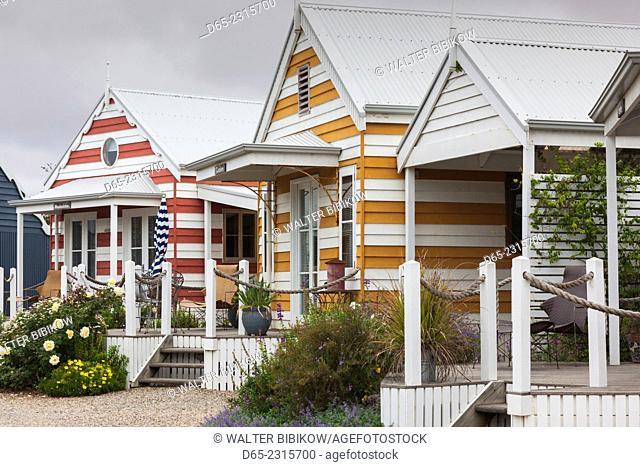 Australia, South Australia, Fleurieu Peninsula, Middleton, striped beach huts