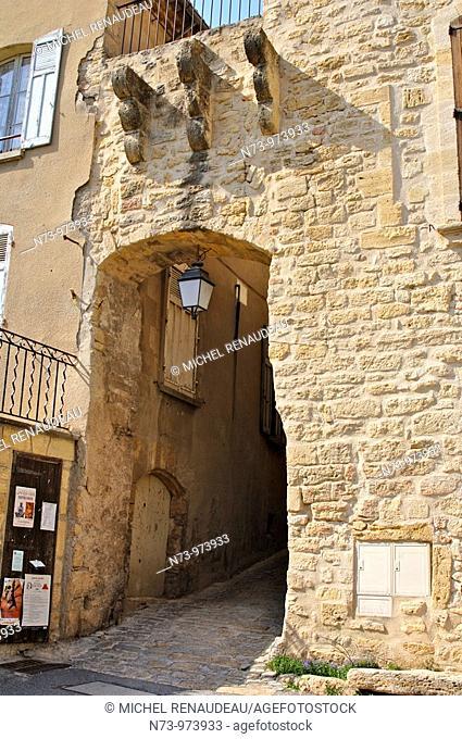rance 84 - Vaucluse - Luberon - Ansouis - Chateau d'Ansouis Situe dans le Parc Naturel Regional du Luberon, Ansouis, fait partie du cercle tres ferme des 'Plus...