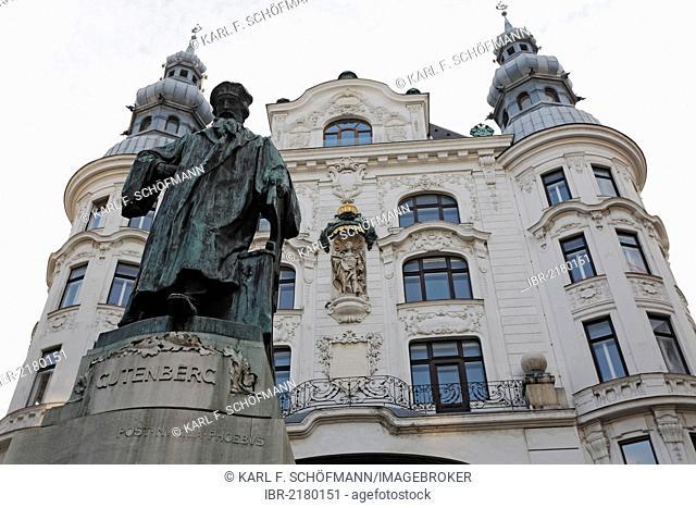 Statue of Gutenberg in front of Gruenderzeit building, Lugeck, Vienna, Austria, Europe