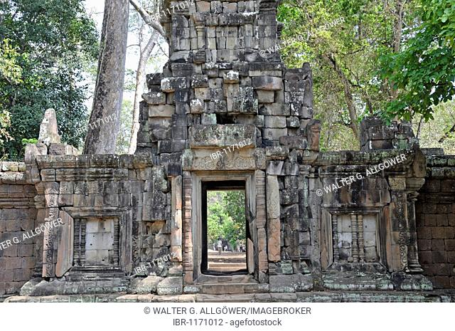 Wat Baphuon, being renovated with French assistance, Angkor Wat, Siem Reap, Cambodia, Asia